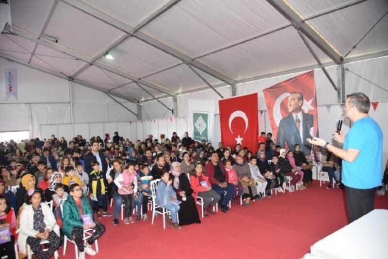 'Karal Şakir'in çizeri Varol Yaşaroğlu'na büyük ilgi