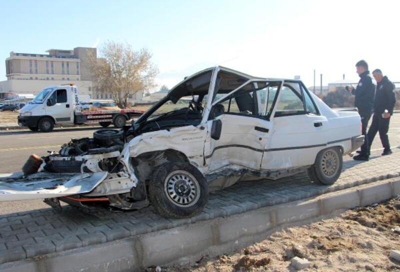 Isparta'da otomobiller çarpıştı: 4 yaralı