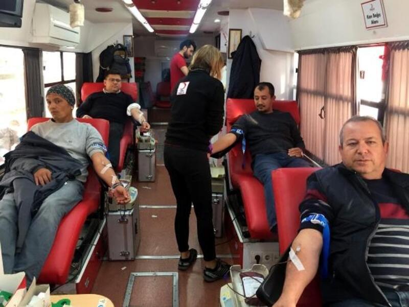 Sağlık personelinden kan bağışı
