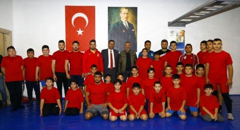 Manavgat'a güreş salonu açıldı