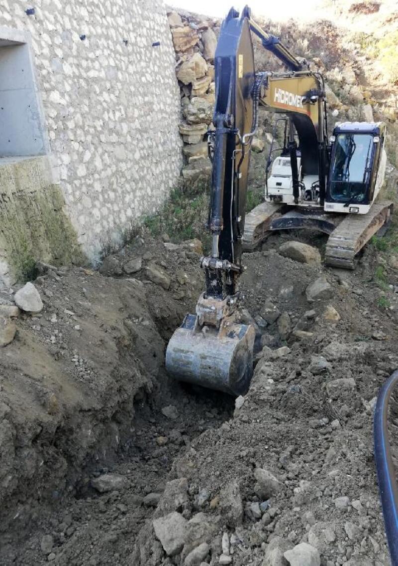 Manavgat Taşağıl'da içme suyu hattı yer altına alındı