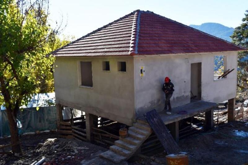 Konyaaltı Belediyesi, yanan evi yeniden inşa etti
