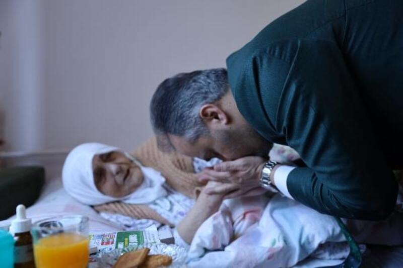 Başkan Aktaş'tan 92 yaşındaki Sebehat teyzeye ziyaret