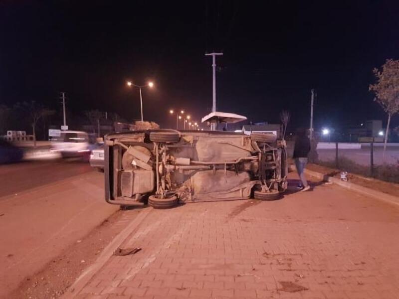 Otomobil, seyir halindeki traktöre çarptı: 1 yaralı
