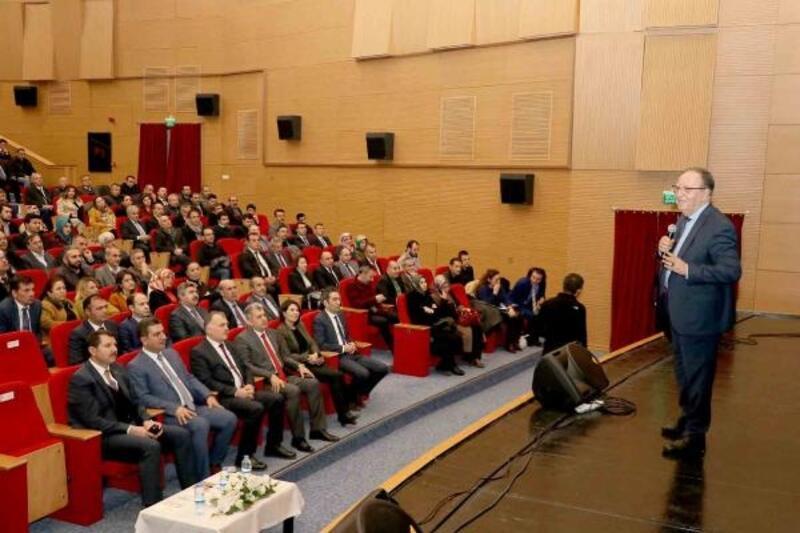 "Sivas'ta ""21'inci Yüzyılda Eğitim"" konferansı"