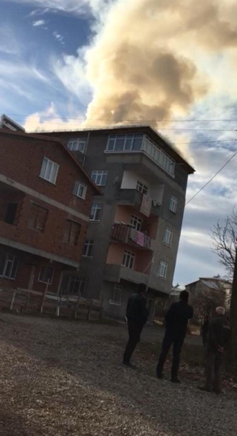 Suşehri'nde çatı yangını
