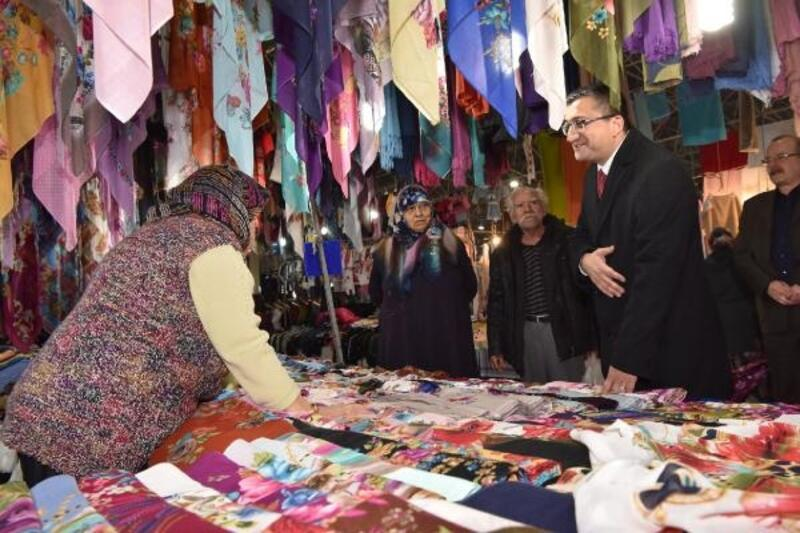 Başkan Öz, pazar esnafını ziyaret etti