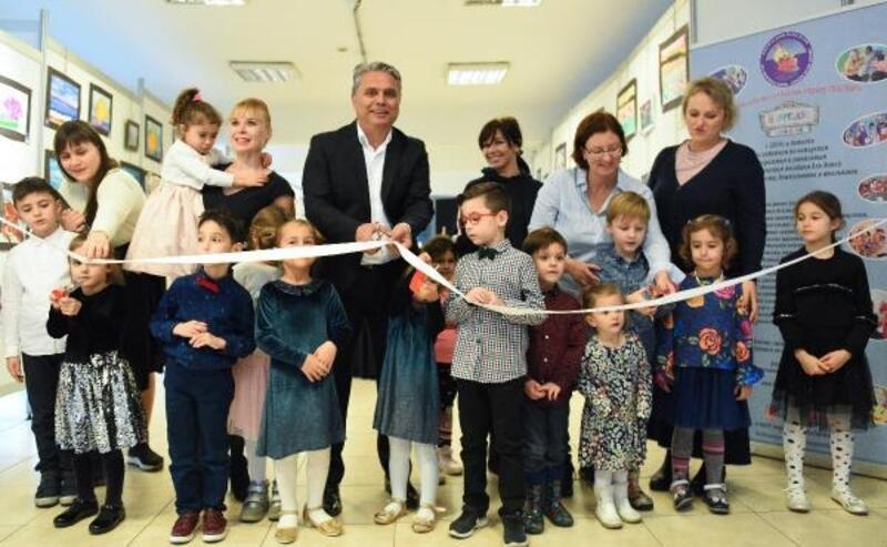 Başkan Uysal çocuklarla sergi açtı