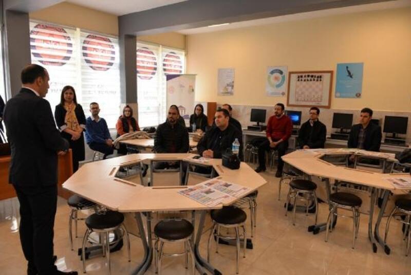 Öğretmenlere yönelik bilgisayar kursu başladı