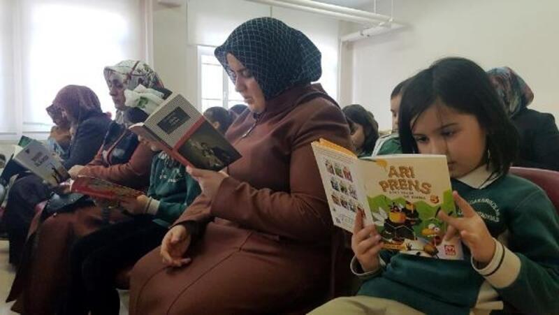 Bu okulda herkes, çarşamba günleri kitap okuyor