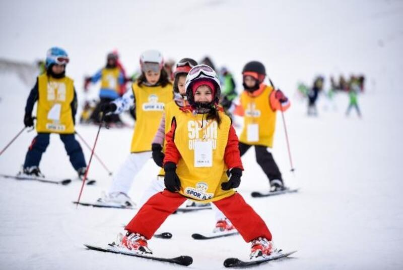Erciyes'te belediyenin kayak kursları başladı