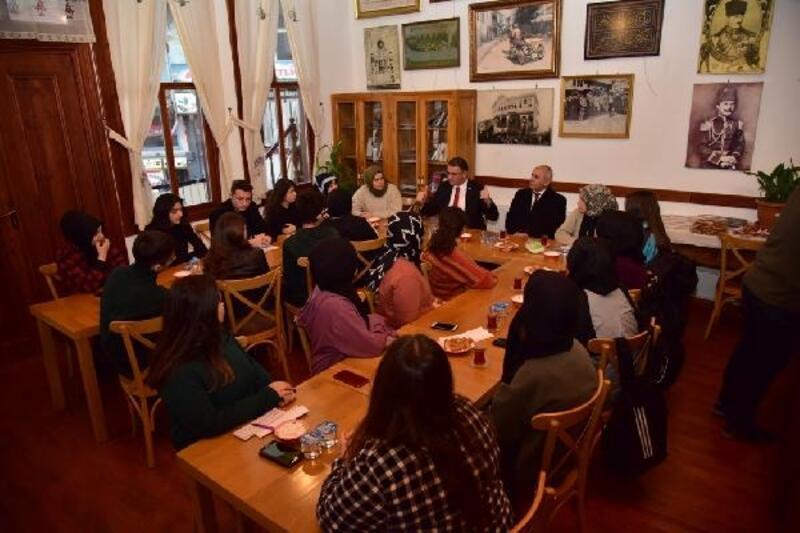 Vali Balcı, öğrencilerle söyleşide bir araya geldi