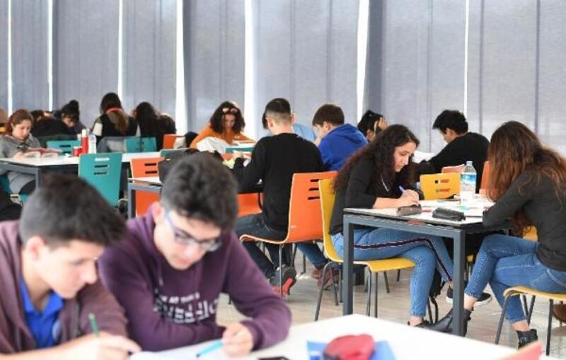 Konyaaltı Belediyesi Gençlik Lokaline yoğun ilgi