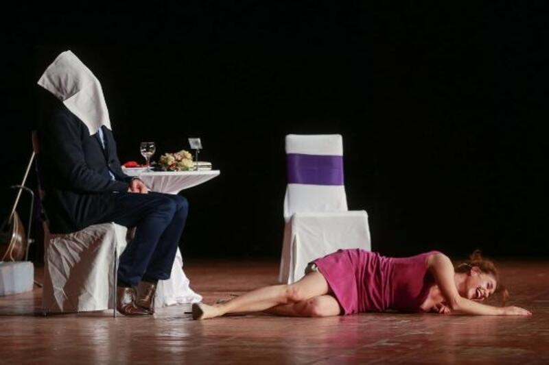 'İki Bekar' adlı tiyatro oyunu seyirciyle buluştu