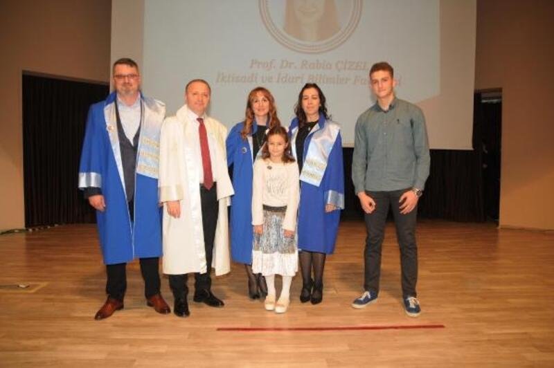 AÜ'de akademik tören