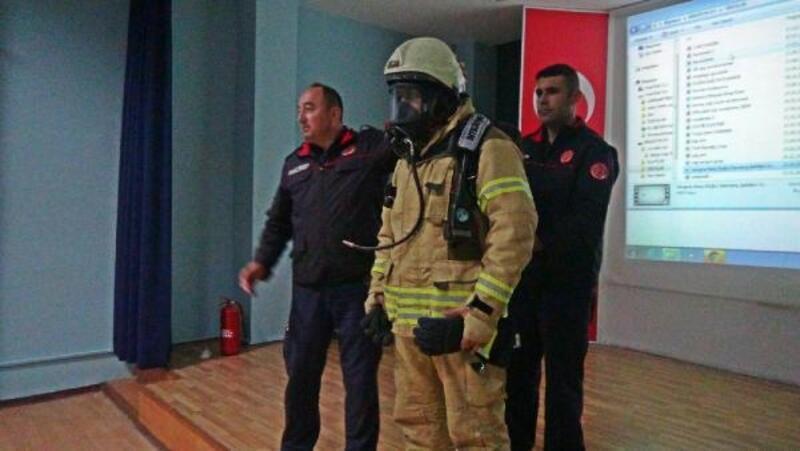 Minik öğrenciler yangın eğitimi aldı