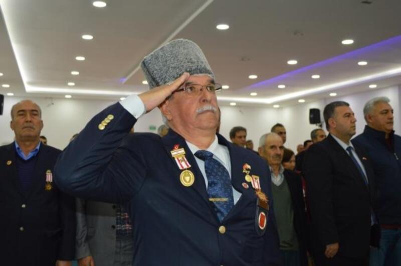 Kıbrıs gazilerine madalya ve berat belgesi verildi