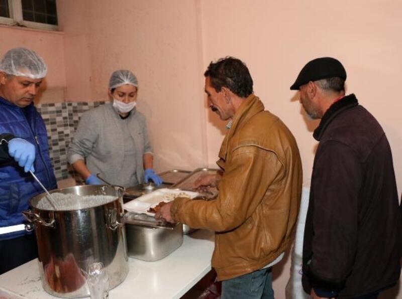 Büyükşehir soğuktan etkilenen evsizlere kucak açtı