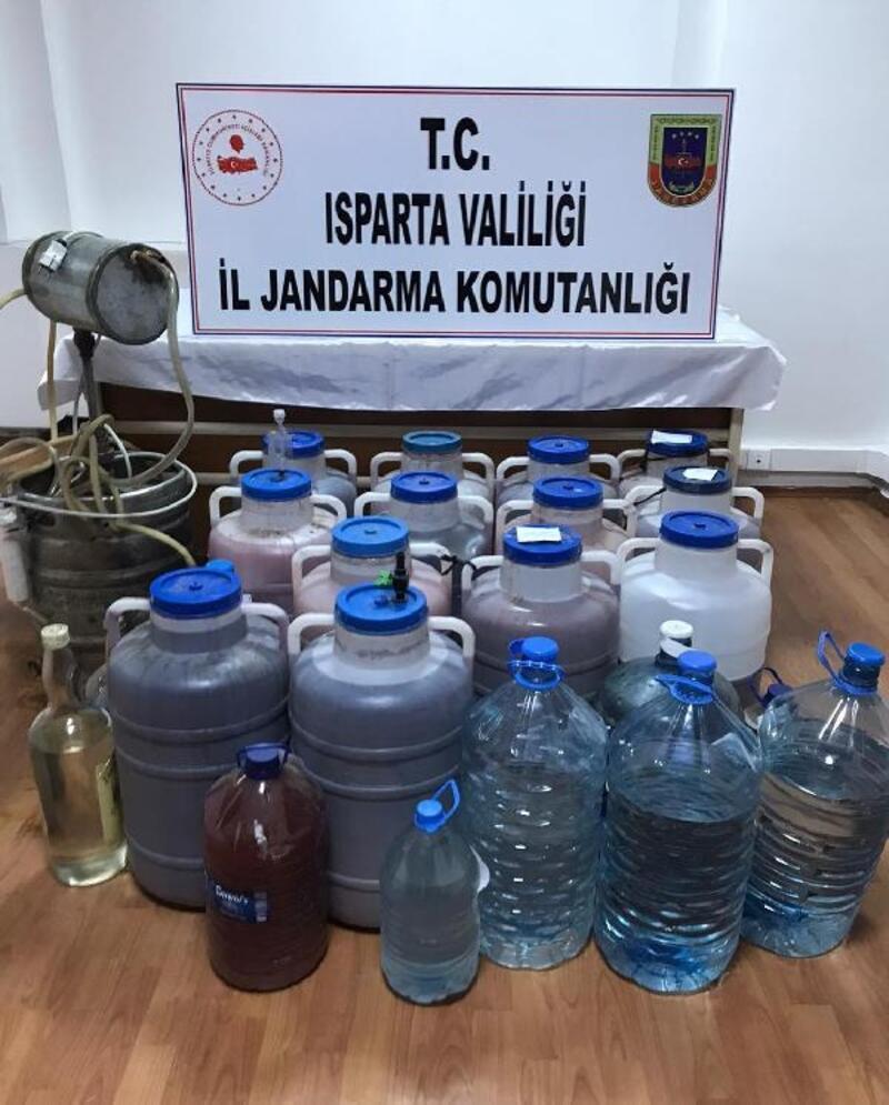 Kaçak içki üretimi yapılan eve baskın