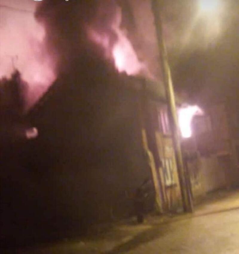 Kurşunlu'da metruk ev yandı
