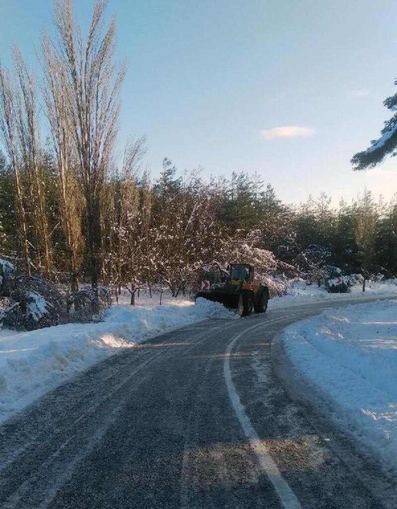 Karla kaplanan yollar açıldı