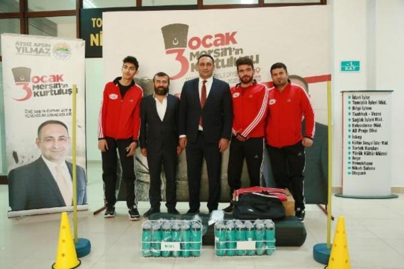 Başkan Yılmaz'dan, Ampute futbol takımına malzeme desteği