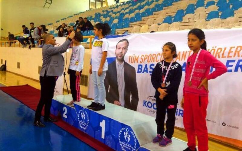 '5 Ocak Badminton Kurtuluş Turnuvası' tamamlandı