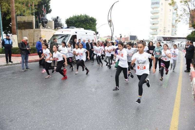 Öğrenciler Kurtuluş Koşusu'nda dereceye girmek için kıyasıya yarıştı
