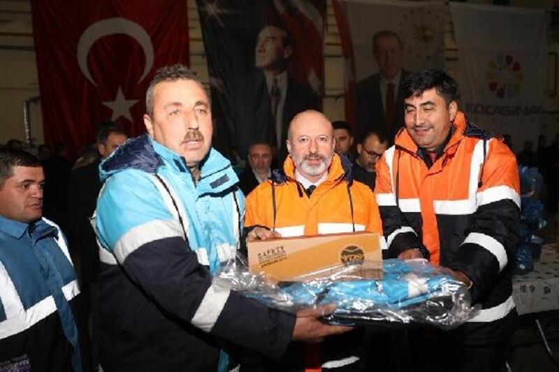 Kocasinan Belediyesi, saha personeline kış kıyafeti dağıttı