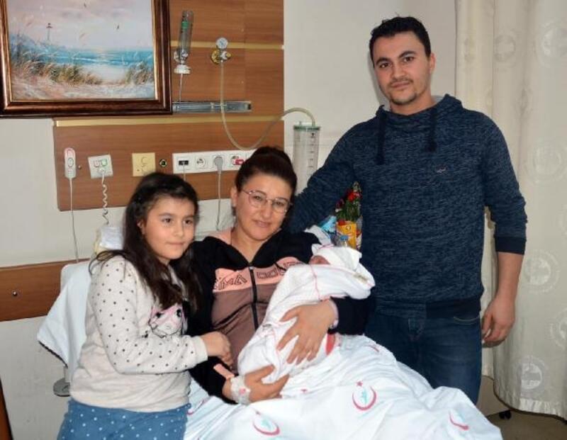 Turgutlu'da yeni yılın ilk bebeği 'Hatice Sena'