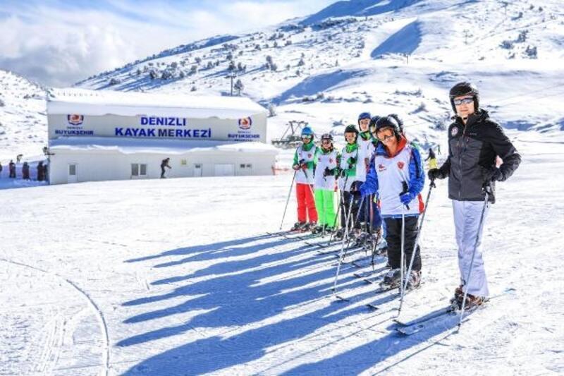 Denizli Büyükşehir'den ücretsiz kayak kursu