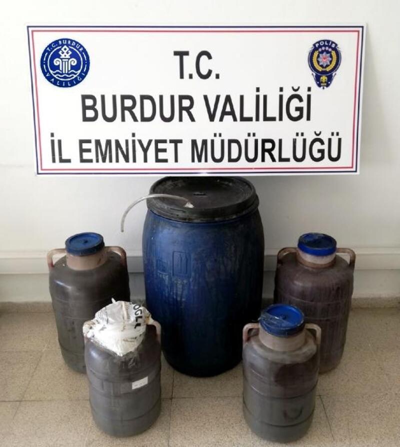 Polisten eve kaçak içki baskını