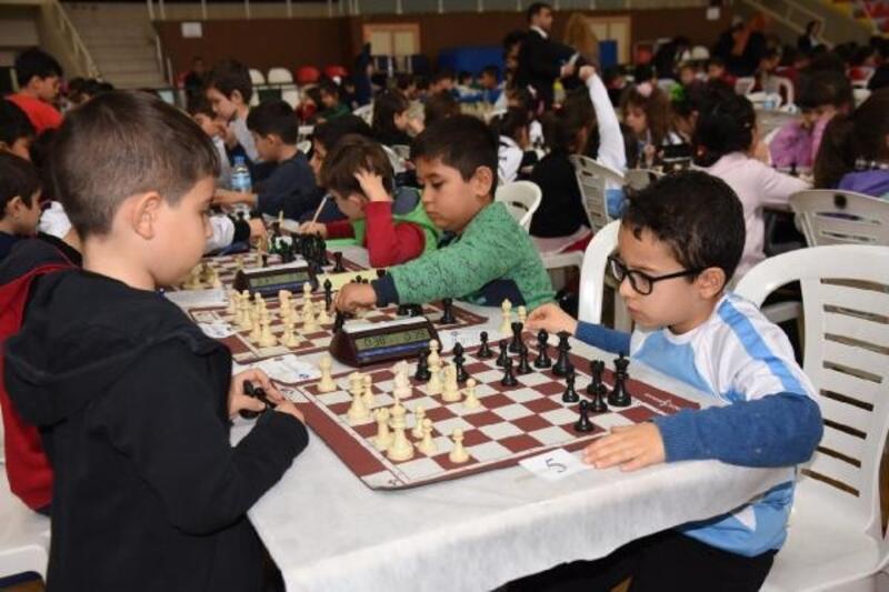 Kurtuluş kupası satranç turnuvası başladı