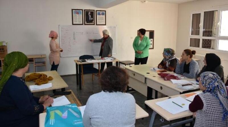 Narlıdere Belediyesi'nden okuma yazma kursu