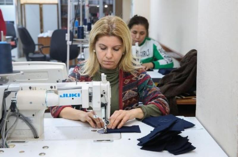 Seyhan, personelinin iş kıyafetini kendi üretiyor