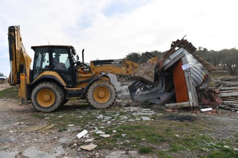 Osmangazi'deki kaçak ahırlar yıkıldı