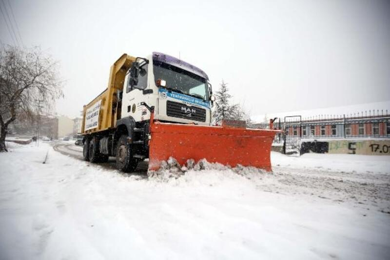 Yenimahalle'de karla mücadele