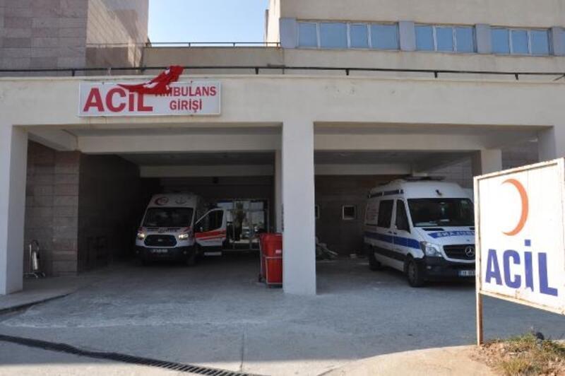 İslahiye'de şarampole devrilen araçtaki 3 kişi yaralandı