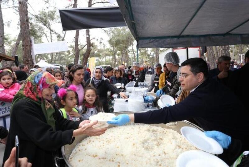 Antalya Köy Pazarı'na yoğun ilgi