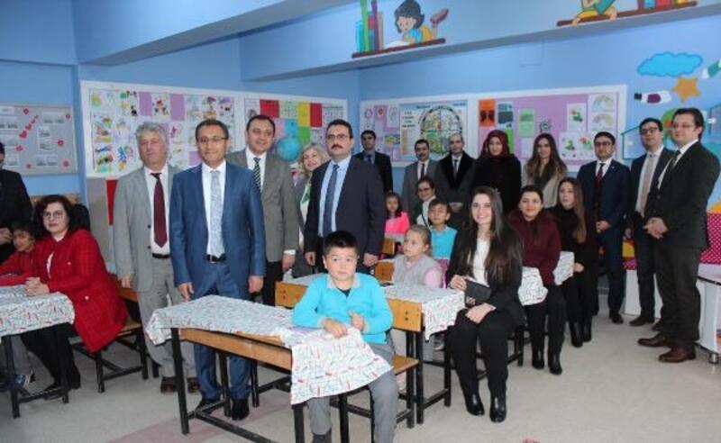 Alaşehir'de hakim ve savcılardan eğitime 'Ala Sınıf' desteği