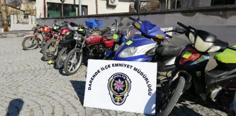 Çalıntı motosiklet parçalarını ayırırken yakalandı