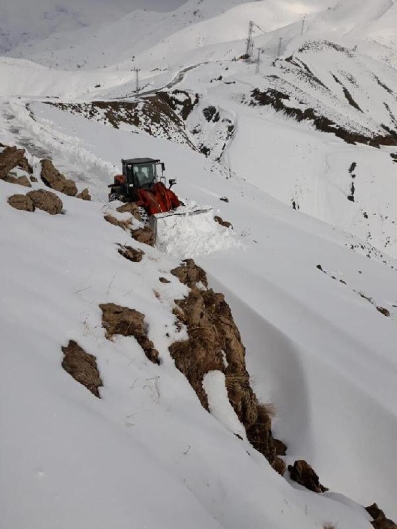 Batman'da, 24 köy yolu kardan kapandı