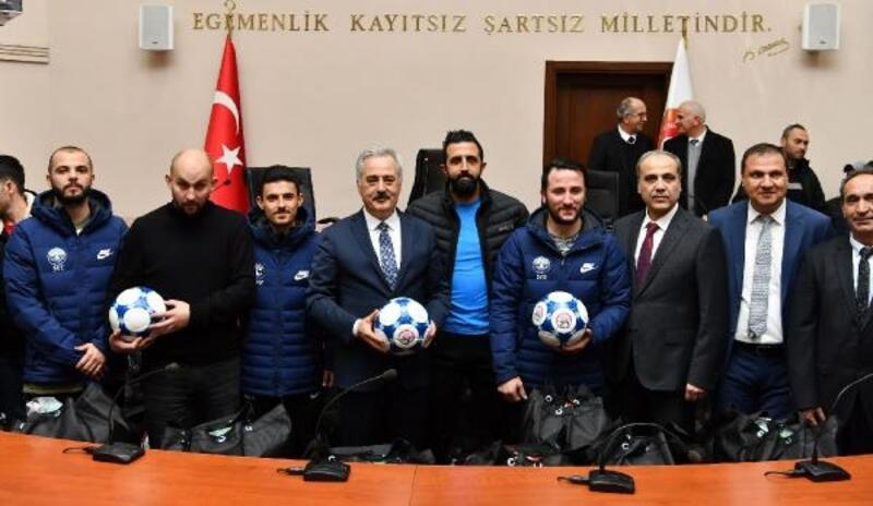 Amatör futbol kulüplerine malzeme desteği