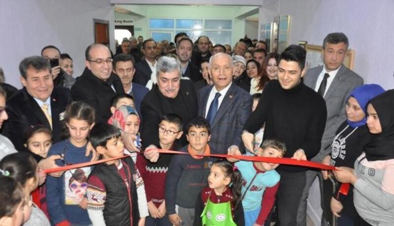 Sandıklı'da köy okuluna kütüphane