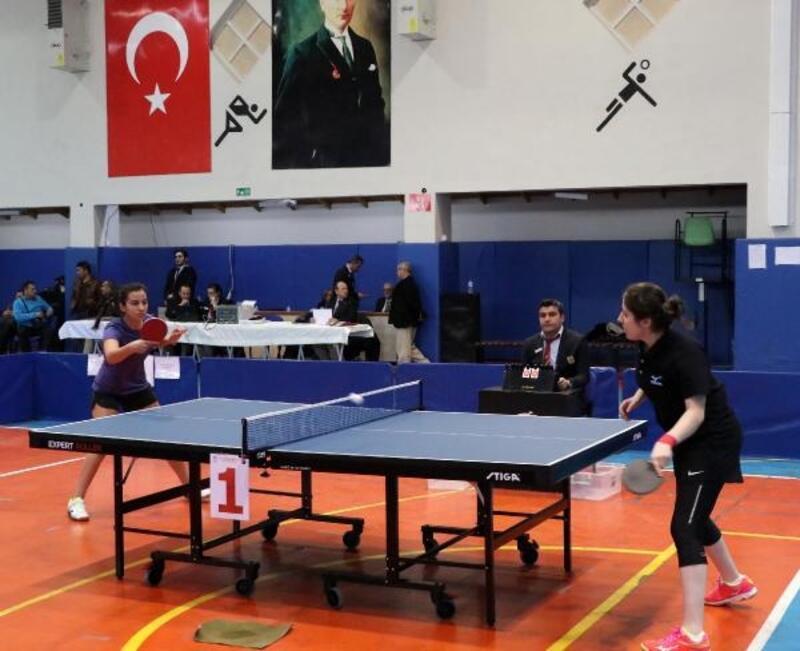 Burdur'da liseliler masa tenisinde hünerlerini sergiledi