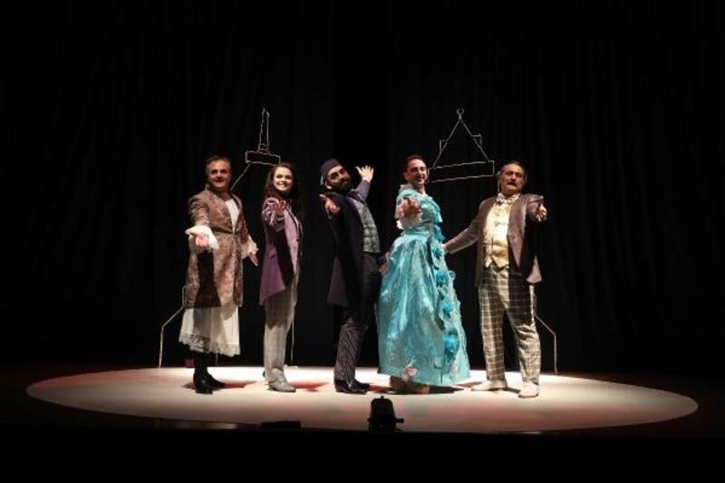 'Raif ile Letafet' müzikli oyunu Mudanya'da sahnelendi