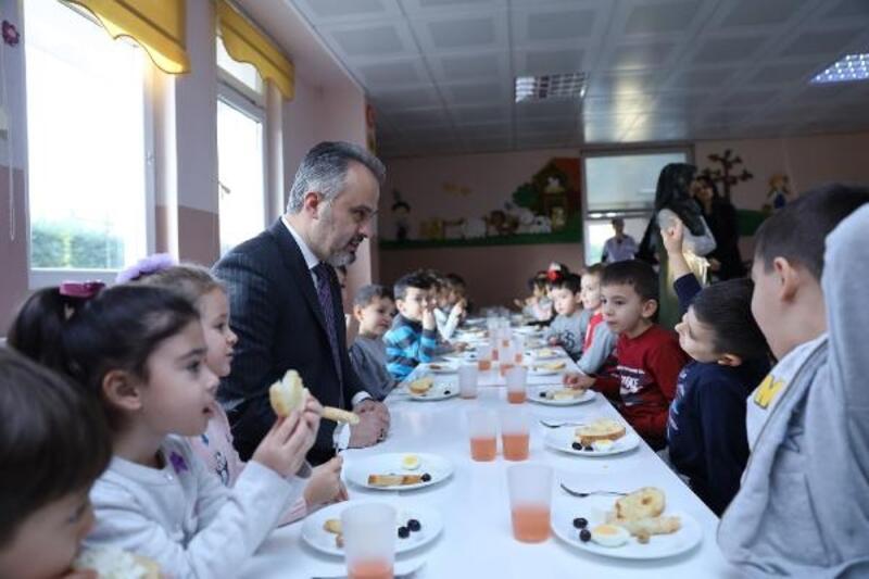 Başkan Aktaş minik öğrencileri ziyaret etti