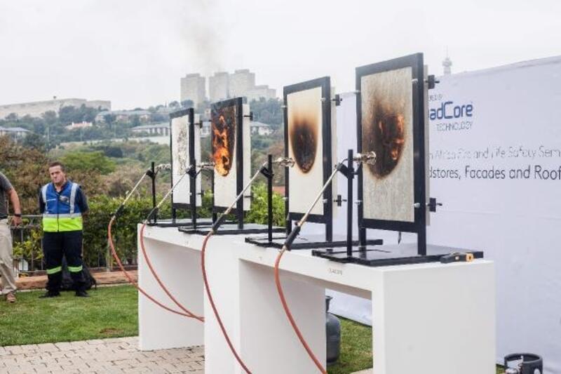 Ürettikleri paneller ile yangında dumanın ve alevin yayılmasını önlüyorlar