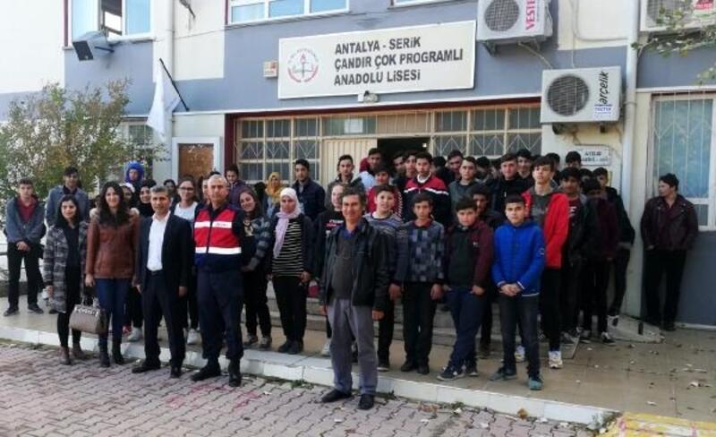Jandarmadan öğrencilere trafik semineri