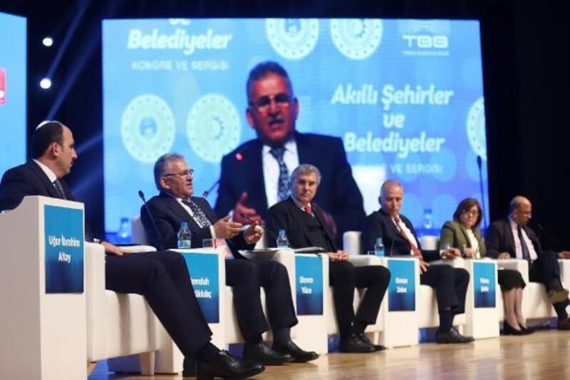 Başkan Büyükkılıç, akıllı şehirler kongresinde Kayseri'yi anlattı